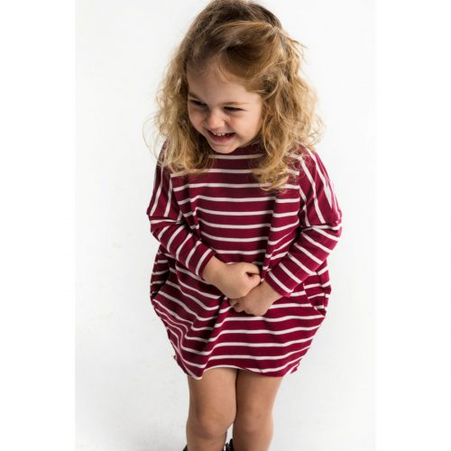 Over Dress red stripes - Bordové pásikavé šaty Maybe4Baby Šaty s dlhými rukávmi, voľnejšieho strihu, úžasne mäkké, neobmedzujú deti v pohybe.